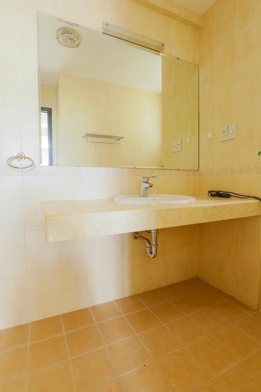 Khu vực lavapo của phòng tắm chính Căn góc trung tầng tháp BC Cảnh Viên 2