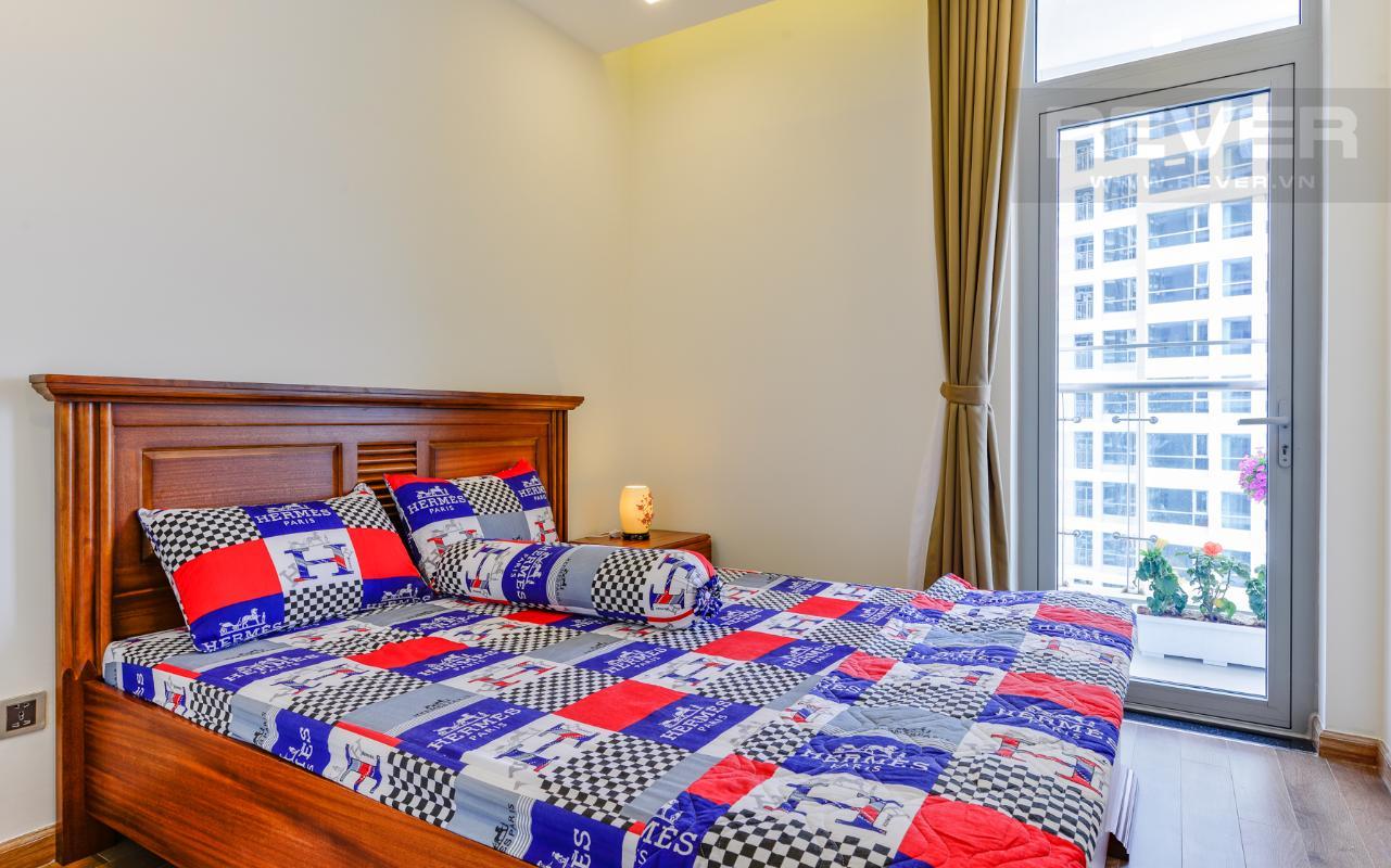 Phòng ngủ phụ có lối ra ban công Căn hộ The Park tầng cao tháp P5, nhìn về sông Sài Gòn