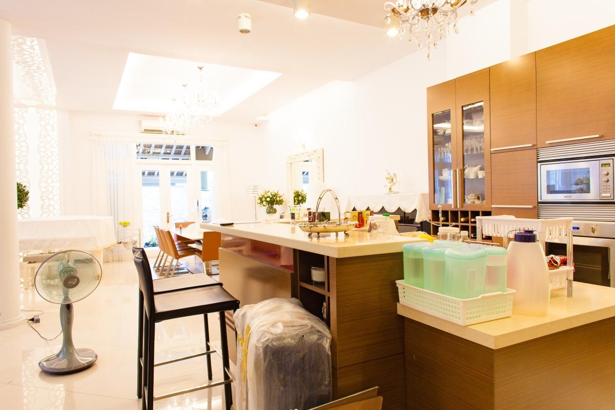 Phòng bếp đầy đủ tiện nghi cao cấp Villa 2 tầng đơn lập Mỹ Phú 1A