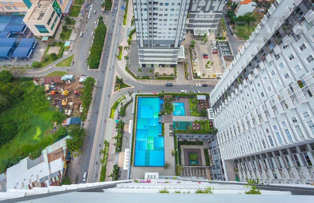 Hồ bơi và công viên nội khu nhìn từ căn hộ Căn góc Sunrise City tầng cao X2, hướng Đông Nam mát mẻ