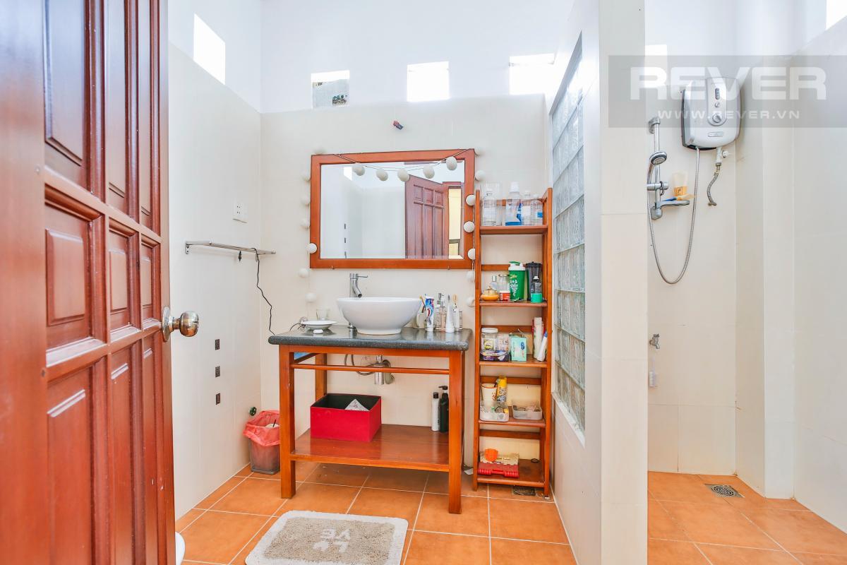 Phòng tắm Nhà 3 tầng Nguyễn Văn Đậu