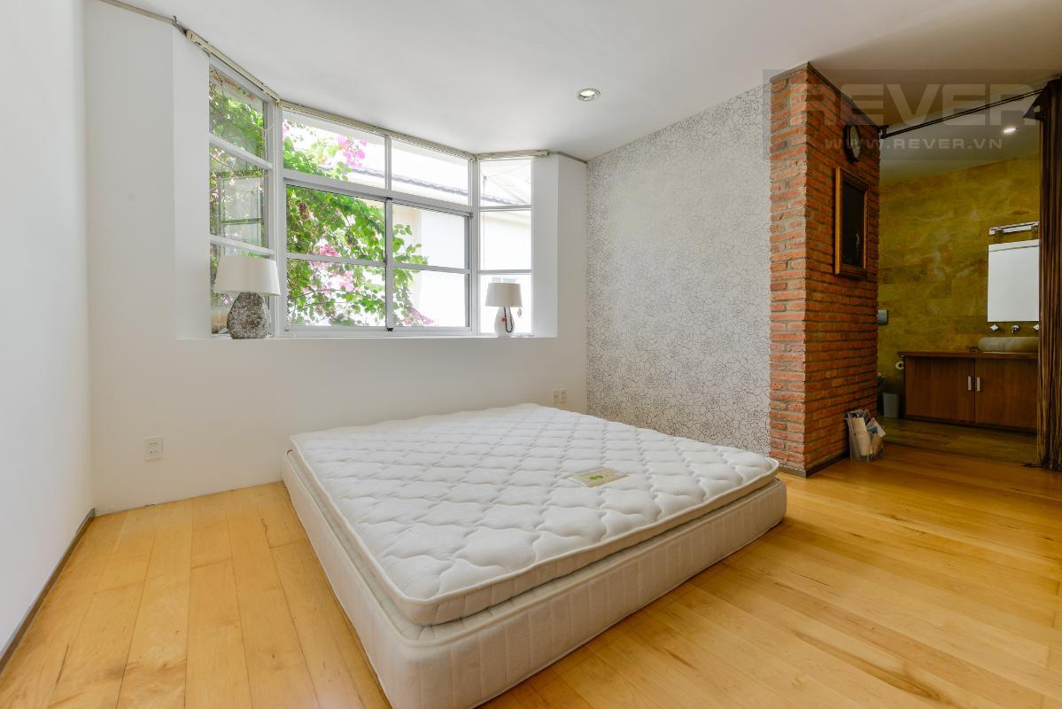 Phòng ngủ chính ở tầng lầu Villa 2 tầng có sân vườn hướng Đông Bắc Hưng Thái 2