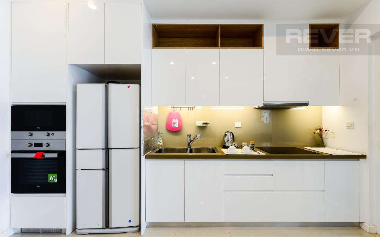 Phòng bếp với đầy đủ thiết bị nhà bếp cao cấp Căn hộ A1 Sarimi hai phòng ngủ, nhìn về trung tâm thành phố