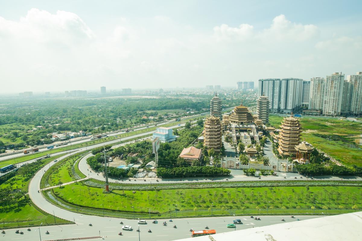 Từ căn hộ có thể nhìn được toàn cảnh Pháp viện Minh Quang Đăng Căn hộ 2 phòng ngủ tầng cao T2 The Vista An Phú