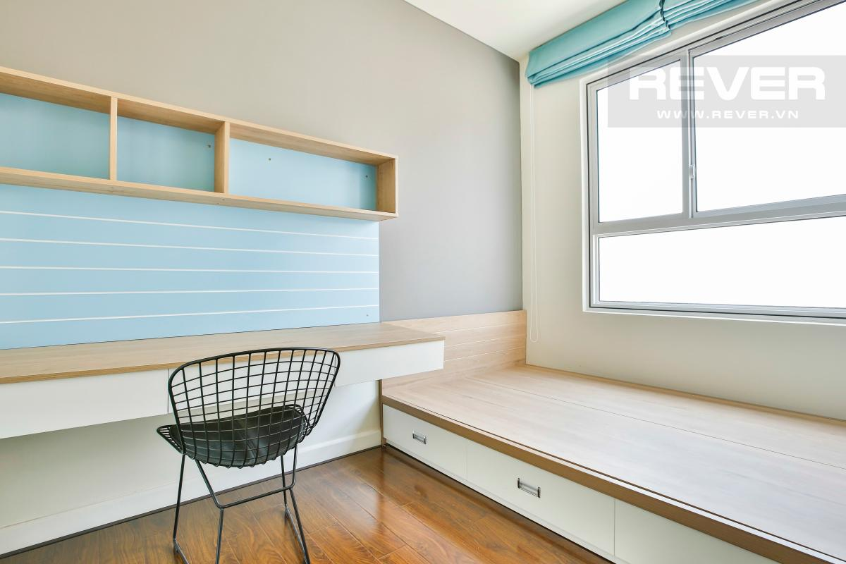 Góc bàn học và giường phòng ngủ 3 Căn góc tầng cao hướng Tây Nam tháp LB Lexington Residence