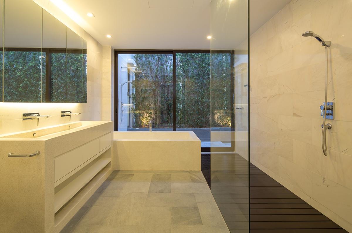 Nội thất phòng tắm sang trọng Villa Lily Thảo Điền Compound