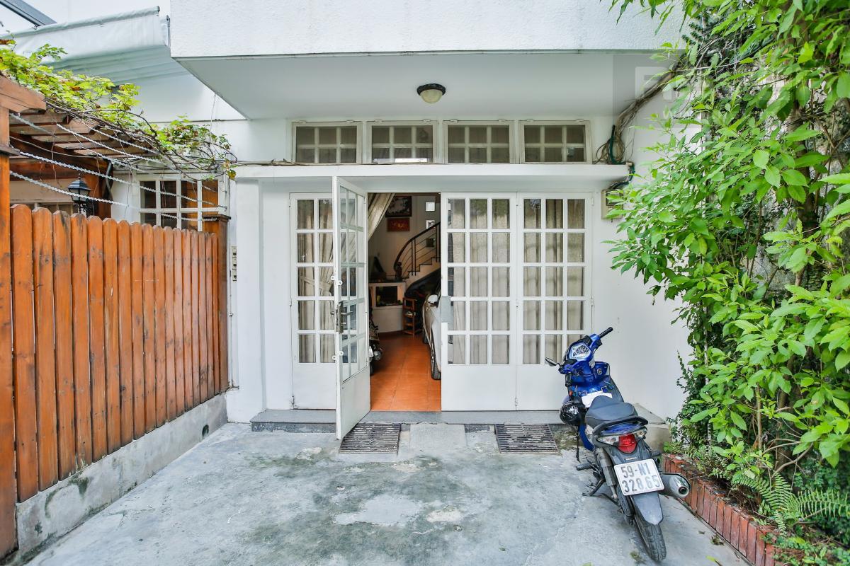 Sân phụ Nhà 3 tầng Nguyễn Văn Đậu