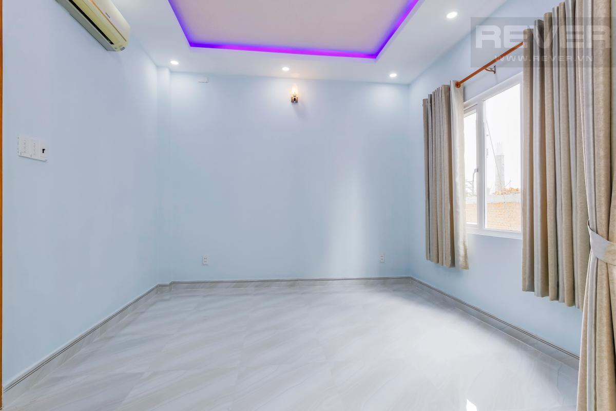 Phòng ngủ tầng hai gần ban công Nhà 4 tầng hẻm Chu Văn An Bình Thạnh