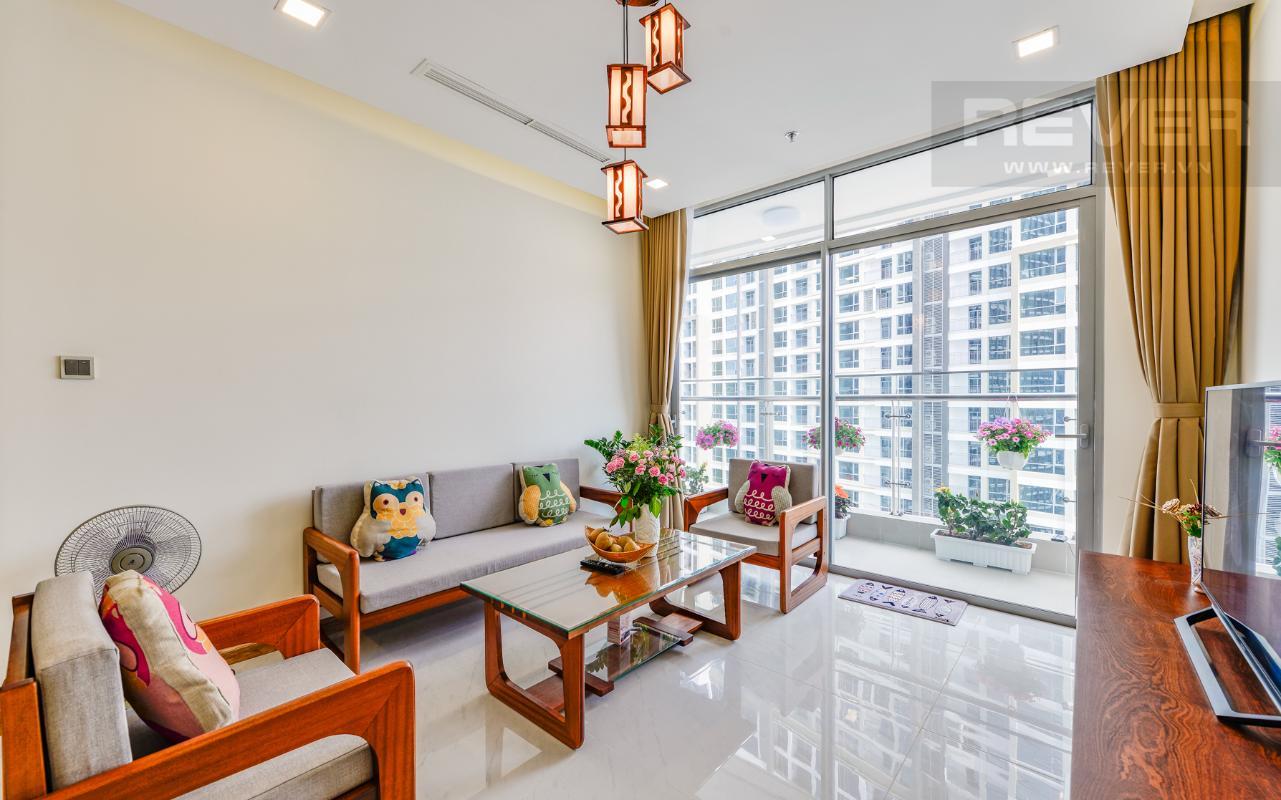 Phòng khách mang đậm nét truyền thống Á Đông Căn hộ The Park tầng cao tháp P5, nhìn về sông Sài Gòn