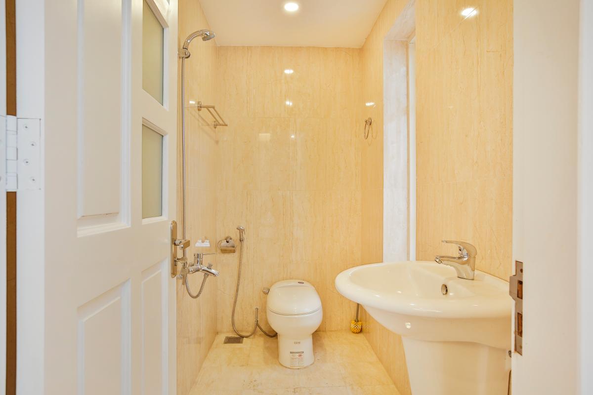 Phòng tắm nhỏ Villa 3 tầng Lương Định Của Thủ Thiêm