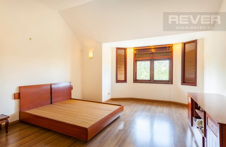 Phòng ngủ phụ lót sàn gỗ Villa sân vườn hướng Tây Đại học Bách Khoa