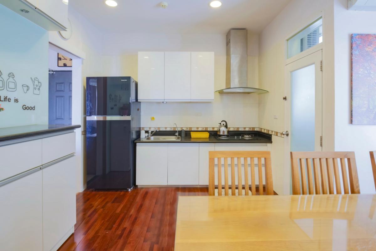 Phòng bếp tối giản Căn hộ tầng cao Flemington