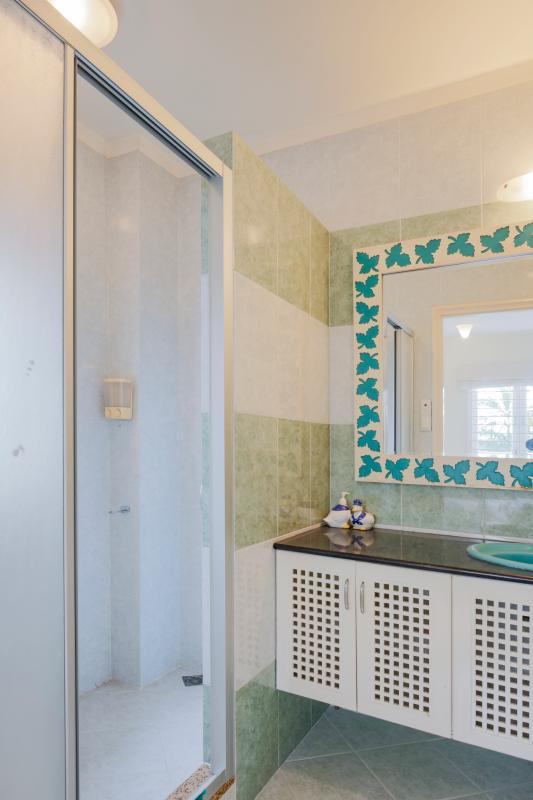 Phòng tắm nhỏ Villa sân vườn có hồ bơi Nguyễn Văn Hưởng