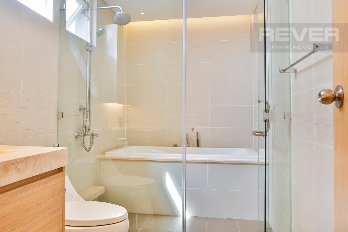 Phòng tắm chính có bồn tắm Căn hộ Sarimi Sala Đại Quang Minh tầng trung tháp B1 hướng Đông