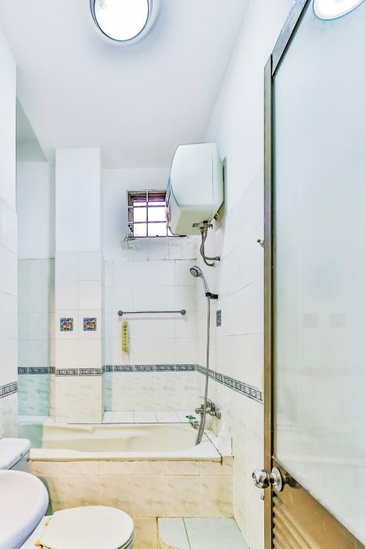 Phòng tắm tầng trệt Nhà 4 tầng hẻm Nguyễn Thị Huỳnh Phú Nhuận