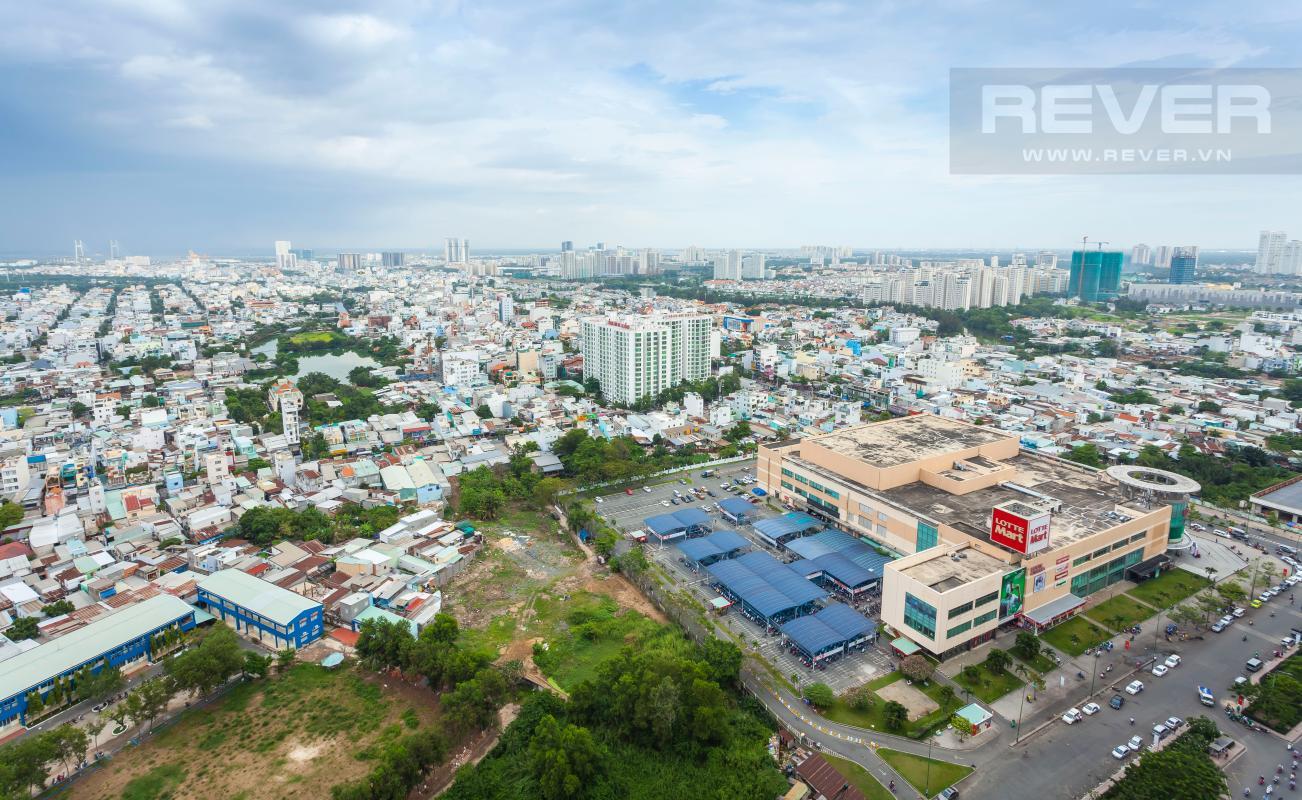 Toàn cảnh quận 7 và trung tâm thương mại Lotte quận 7 nhìn từ căn hộ Căn góc Sunrise City tầng cao X2, hướng Đông Nam mát mẻ