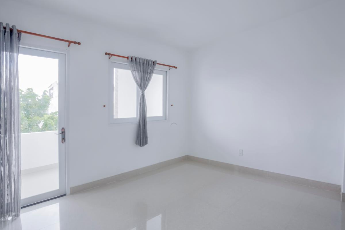 Phòng ngủ 3 dẫn ra ban công Nhà 4 tầng mặt tiền đường Số 11 Tân Kiểng quận 7