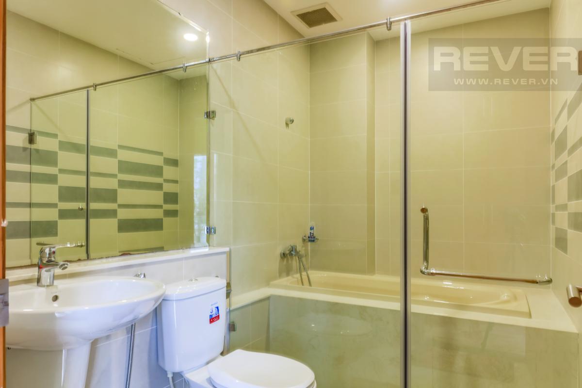 Phòng tắm Villa Lucasta song lập có sân vườn, nội thất cao cấp