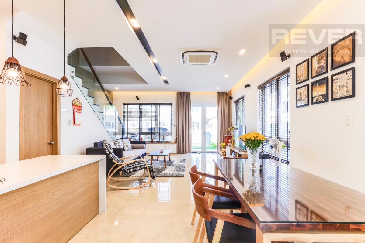 Không gian phòng khách nhìn từ bàn ăn Villa Melosa Garden hướng Bắc, 3 tầng hiện đại