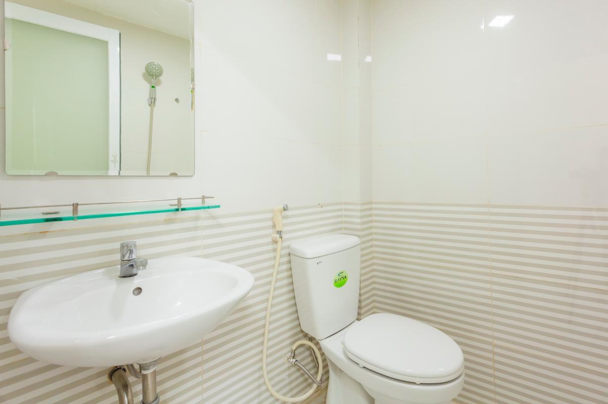 Phòng tắm 1 Nhà 4 tầng hẻm Phan Xích Long hướng Đông Nam thoáng mát