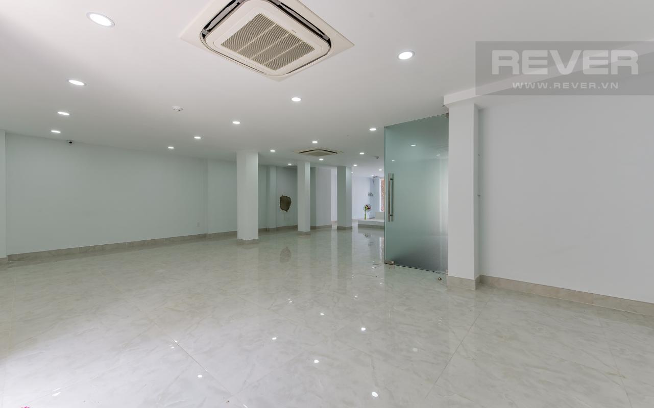 Mặt bằng tầng trệt M & T Building cho thuê phòng đủ nội thất, nhiều diện tích sử dụng