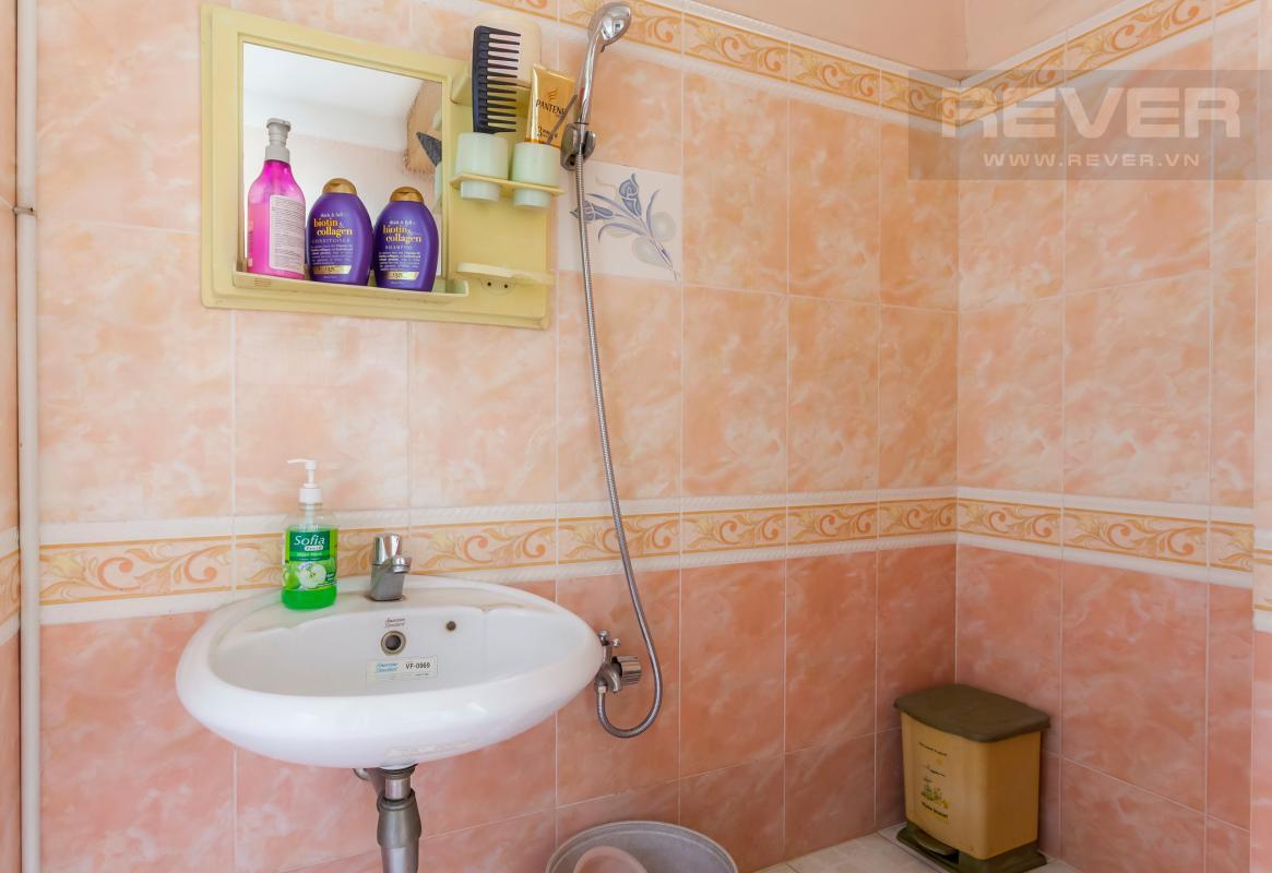 Phòng tắm Nhà 3 tầng hẻm lớn Quốc lộ 13 Bình Thạnh