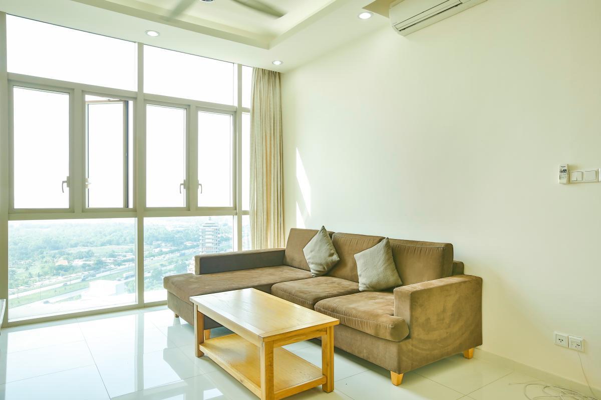 Ghế sofa kiểu giường với bàn trà khách truyền thống Căn hộ 2 phòng ngủ tầng cao T2 The Vista An Phú