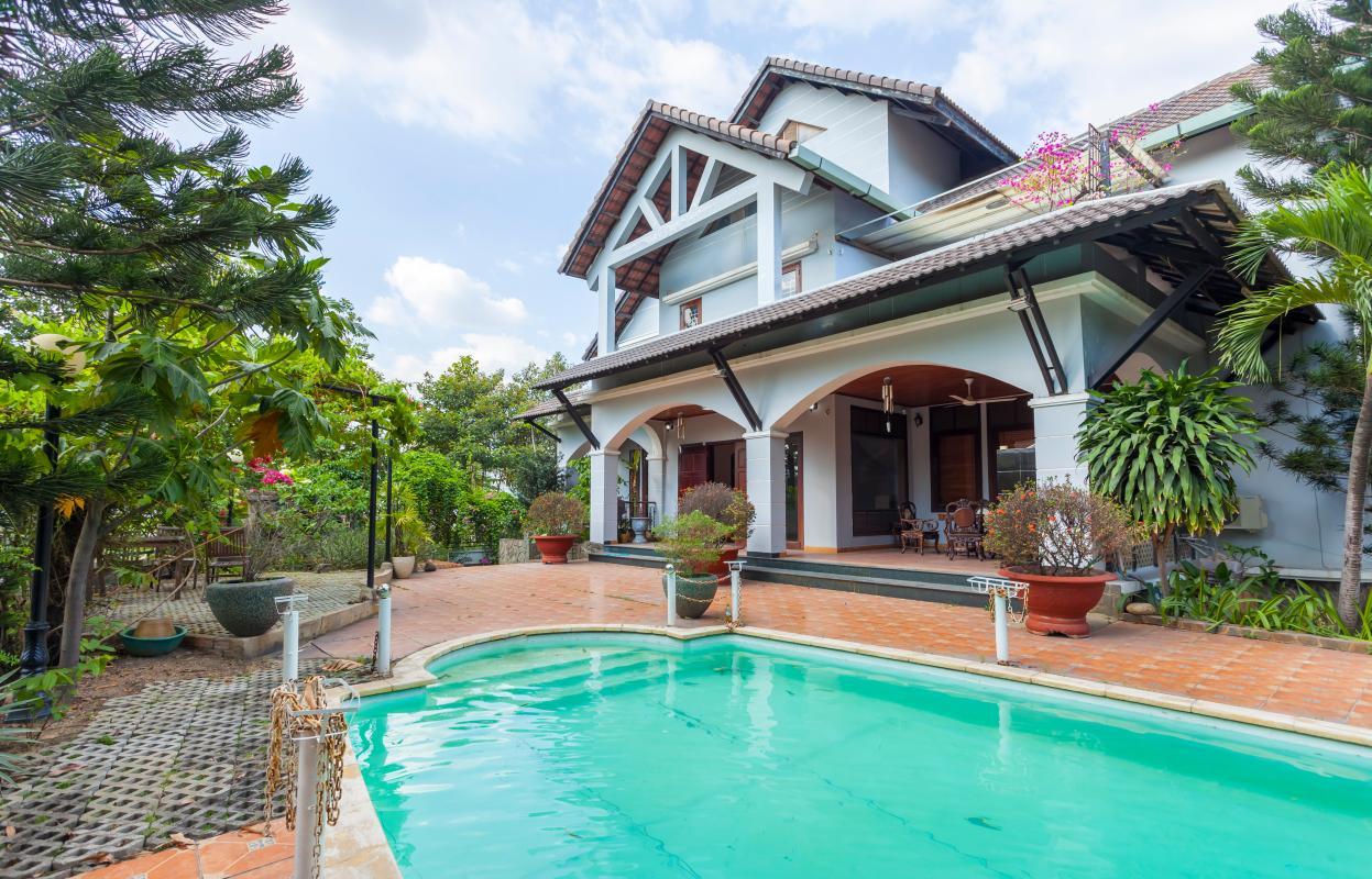 Không gian hồ bơi Villa sân vườn hướng Tây Đại học Bách Khoa
