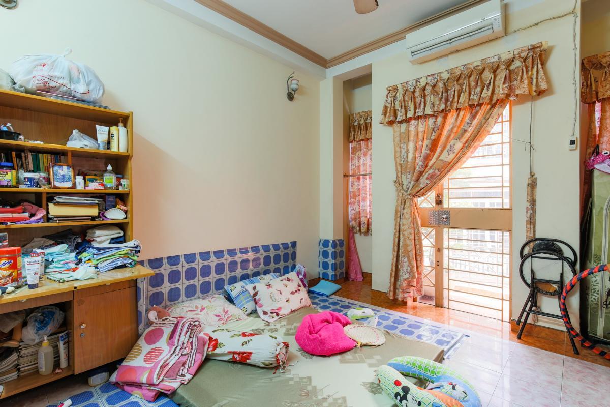 Phòng ngủ trên lầu Nhà 4 tầng hai mặt tiền hẻm Hậu Giang Quận 6