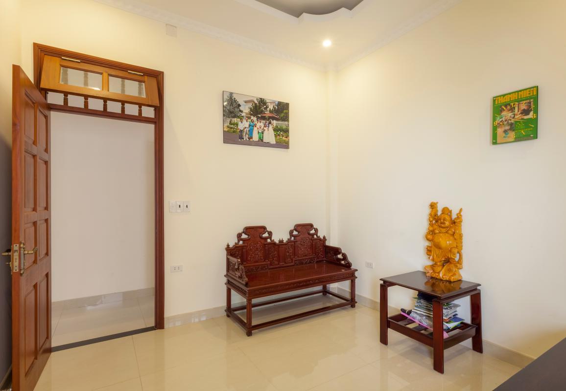 Ghế ngồi phòng nghỉ ngơi Villa hướng Tây Bắc Đường 12 Thảo Điền
