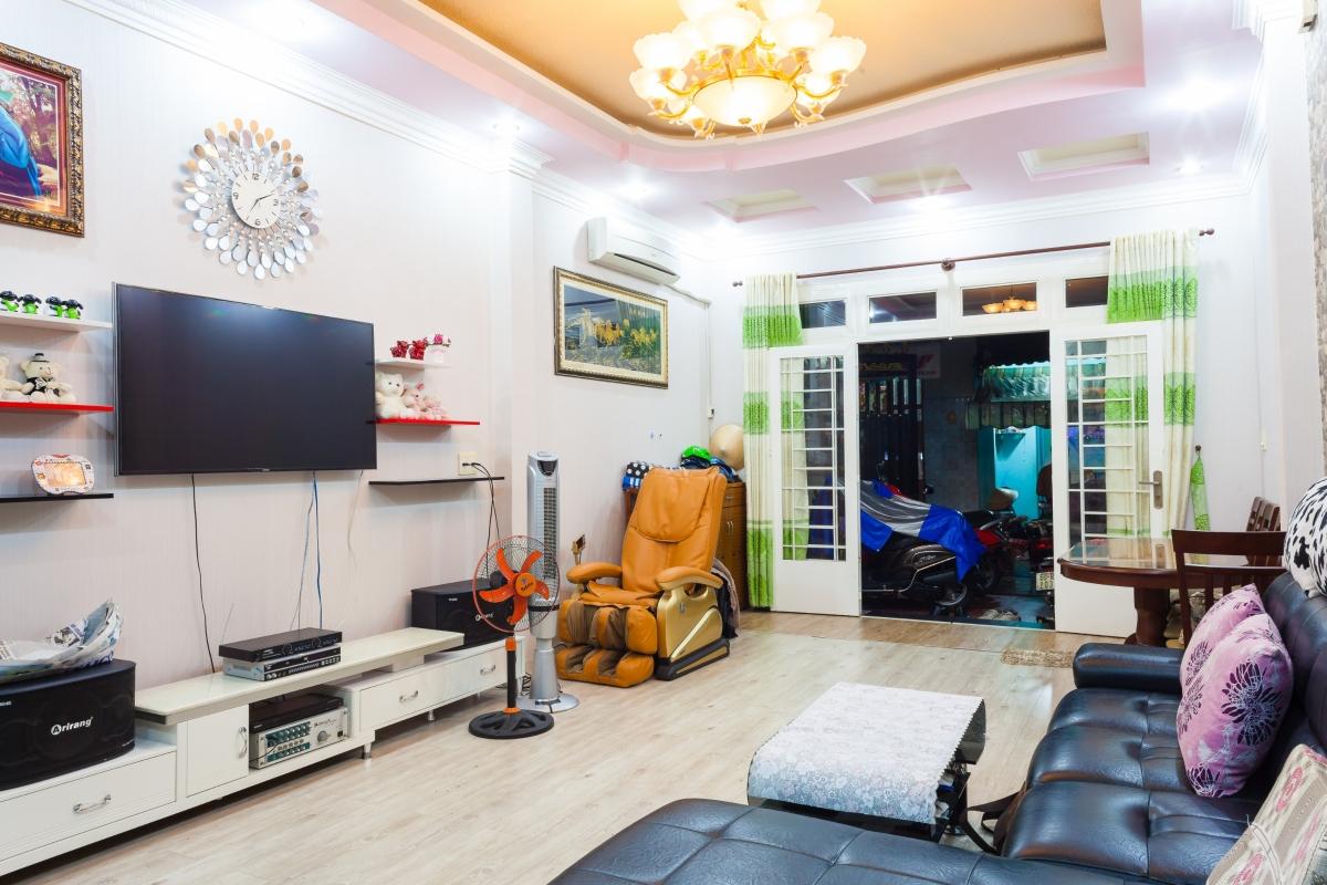 Nhà phố Lê Văn Lương xây dựng kiên cố, nội thất cao cấp 3