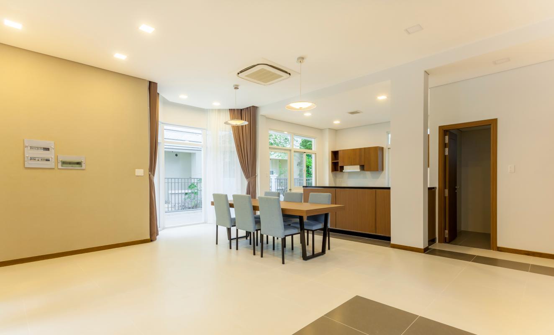 Bàn ăn nhìn từ phòng khách Villa 3 tầng Phú Mỹ 3A Tân Trào