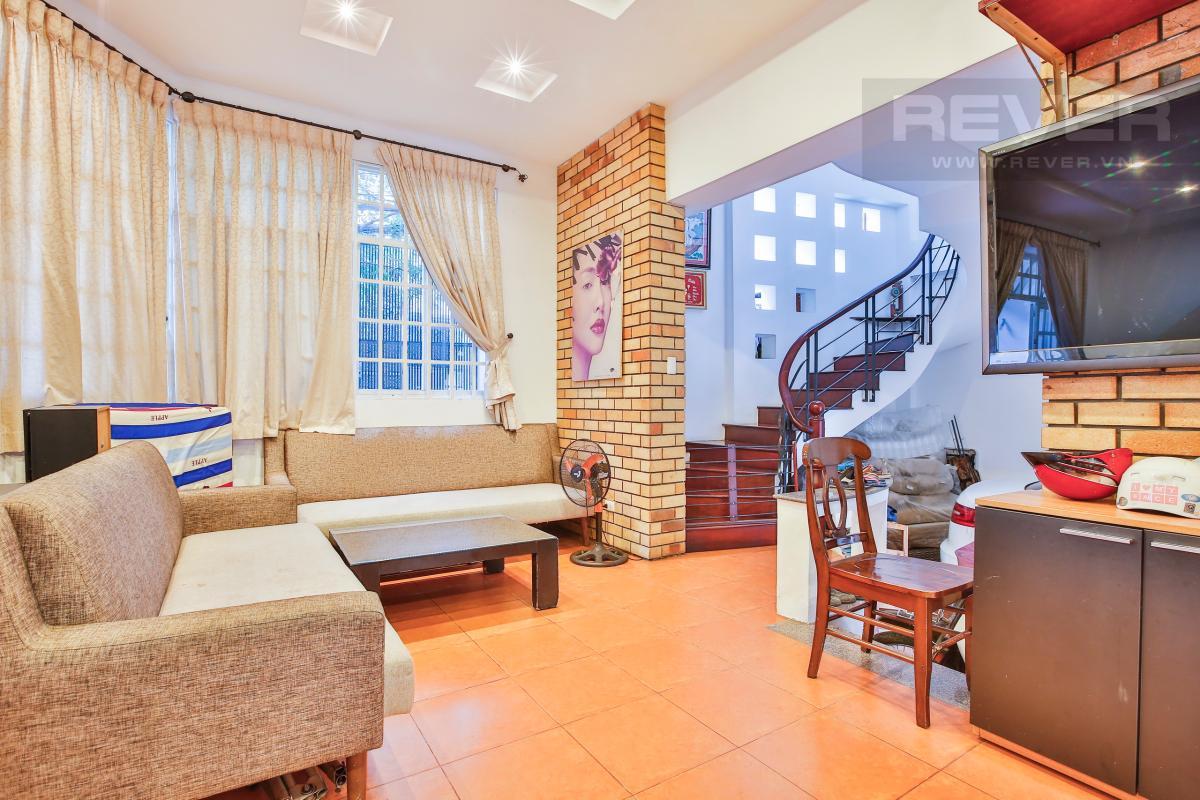 Phòng khách rộng rãi, sang trọng Nhà 3 tầng Nguyễn Văn Đậu