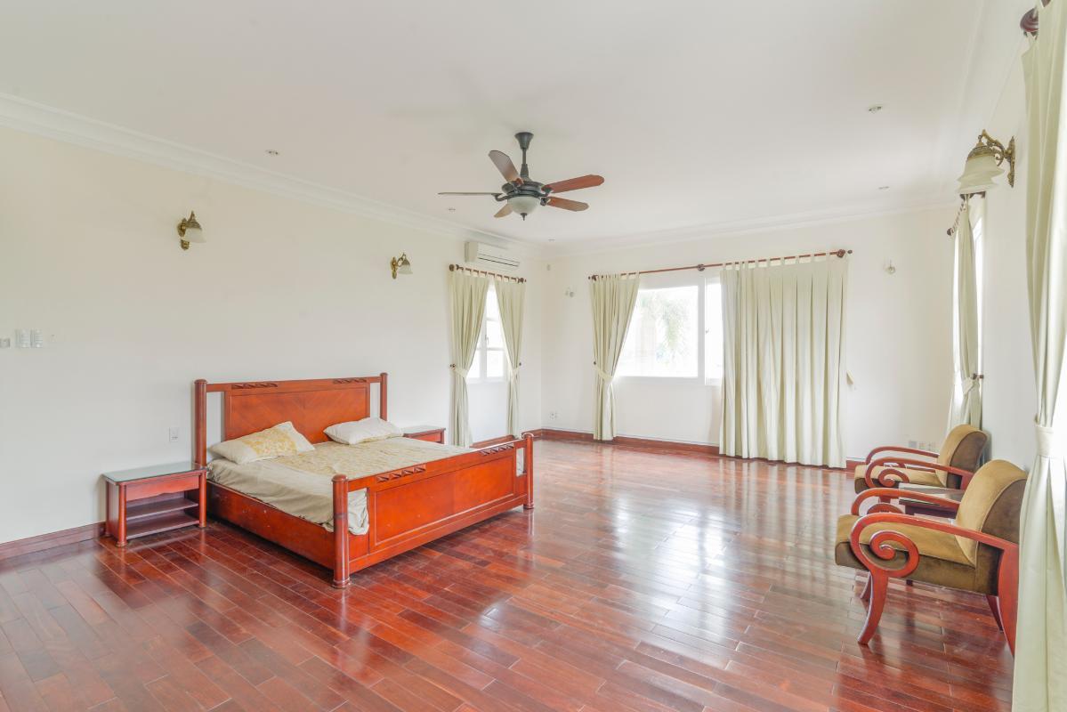 Phòng ngủ cực kỳ rộng rãi Villa 3 tầng compound Nguyễn Văn Hưởng
