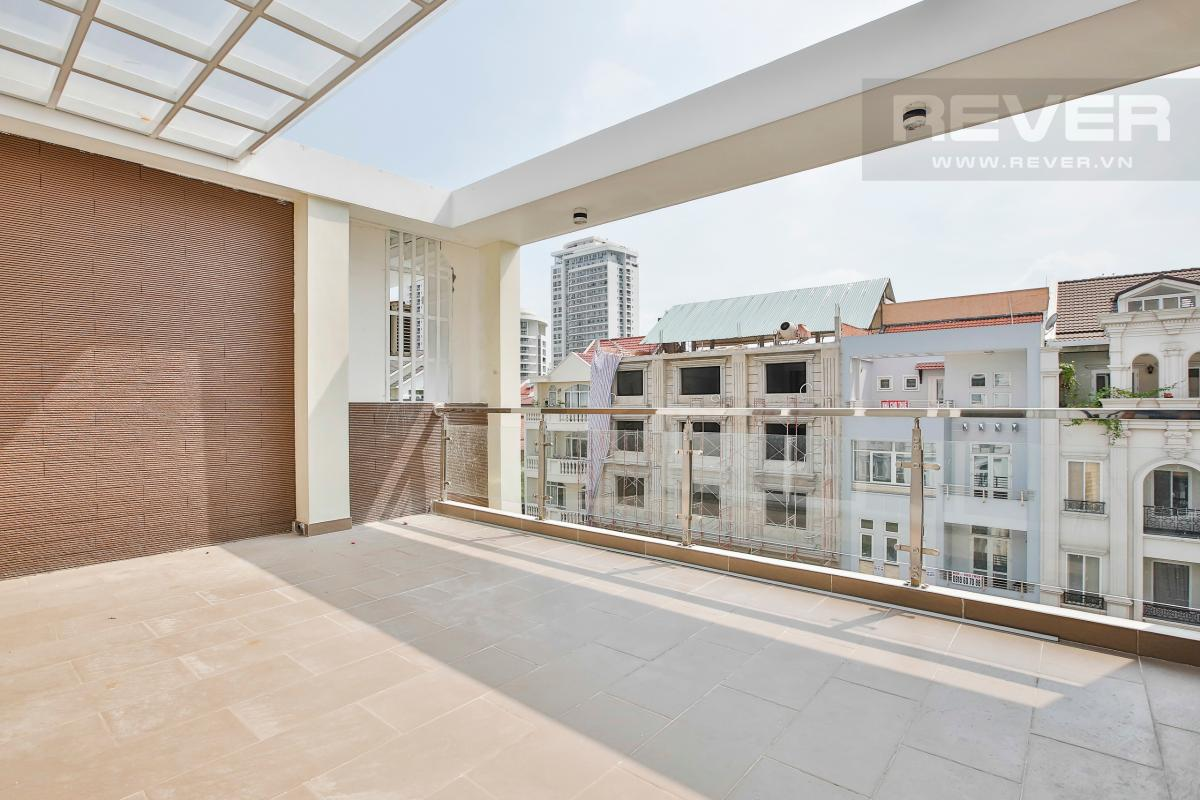 Tầng thượng Nhà phố 3 tầng Phạm Thái Bường Quận 7