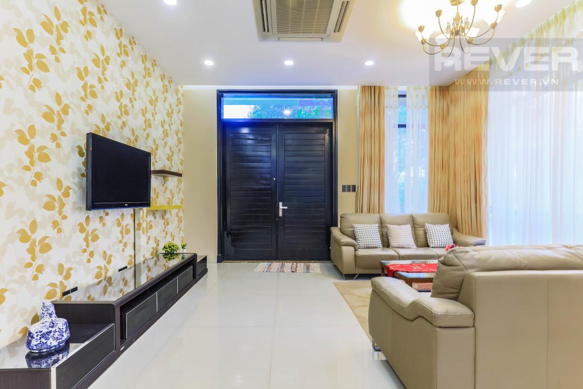 Không gian phòng khách Villa Lucasta song lập có sân vườn, nội thất cao cấp