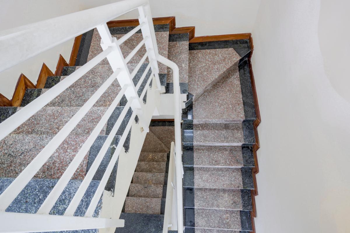 Cầu thang dẫn lên các tầng Lofthouse 3 tầng tháp B Hoàng Anh Gold House