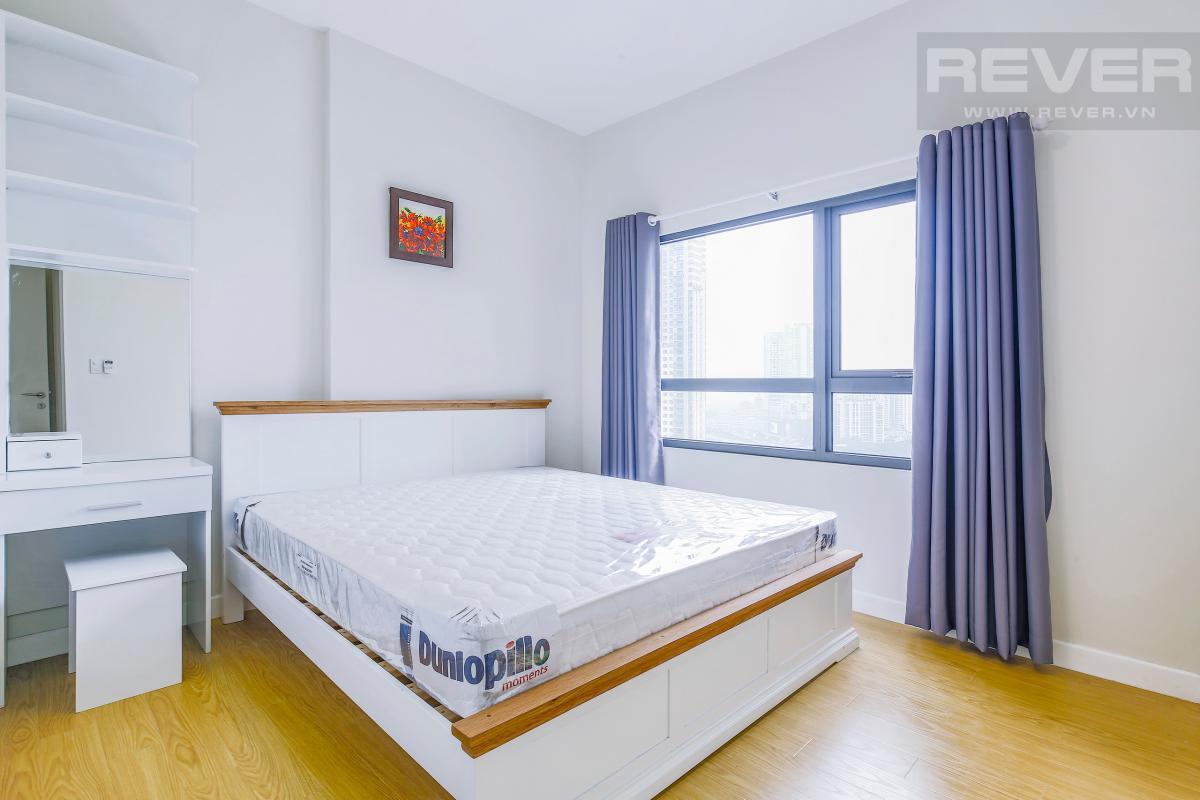 Phòng ngủ 1 có giường ngủ và bàn trang điểm Căn góc hướng Đông Nam tầng cao T1A Masteri Thảo Điền