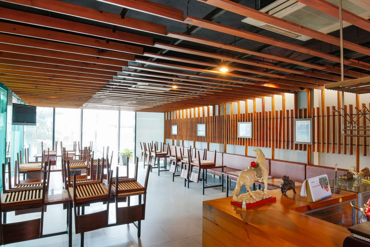 Khu nhà ăn tập trung ở tầng 1 Nhà 5 tầng mặt tiền Lê Ngô Cát