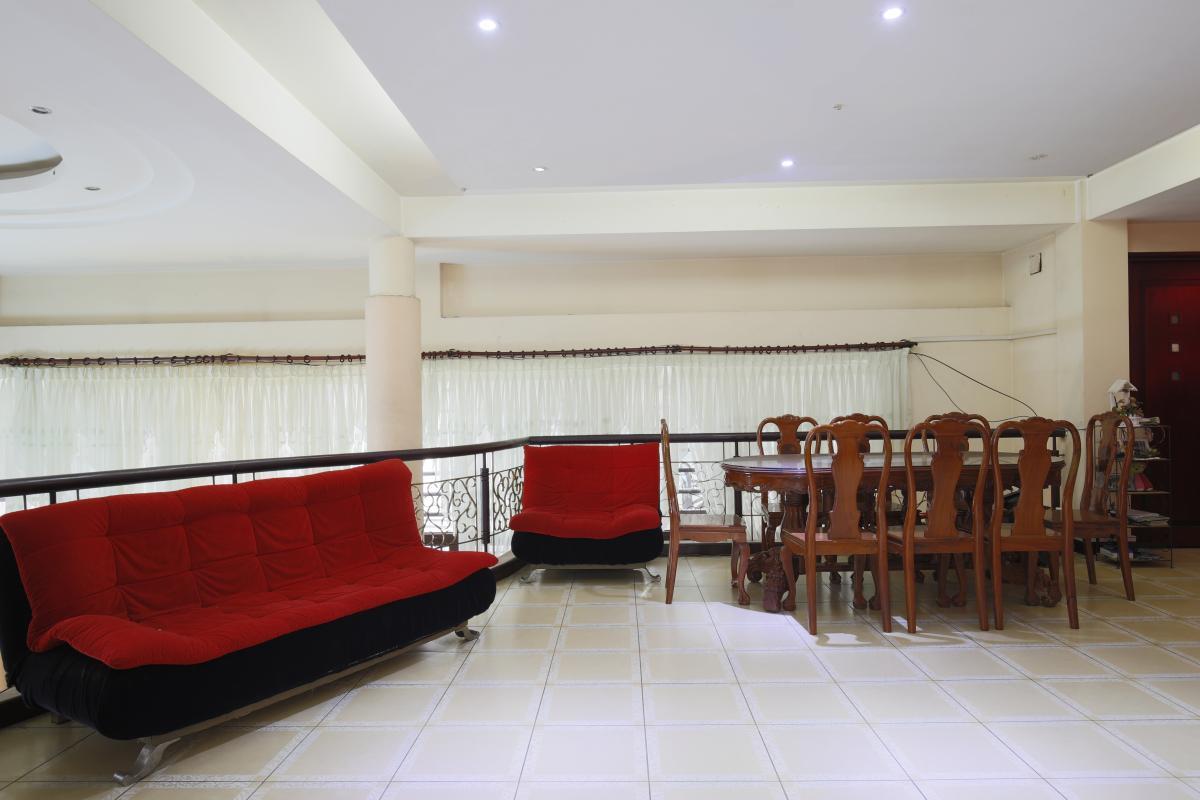 Phòng khách tầng lửng Nhà 3,5 tầng hẻm Phan Xích Long Phú Nhuận