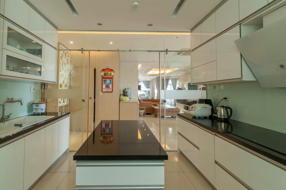 Phòng bếp hiện đại Căn góc tầng cao Flemington
