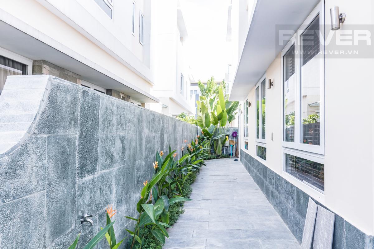 Sân hông căn villa Villa Melosa Garden hướng Bắc, 3 tầng hiện đại