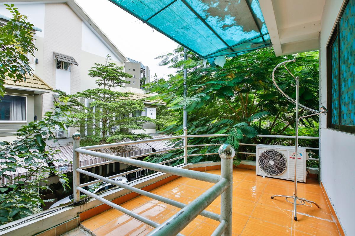 Ban công tầng lầu Nhà 3 tầng mặt tiền D48 Nam Long