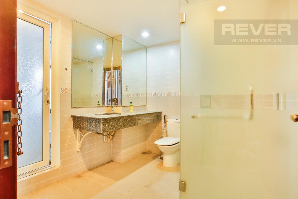 Phòng tắm Nhà 4 tầng Nguyễn Văn Hưởng