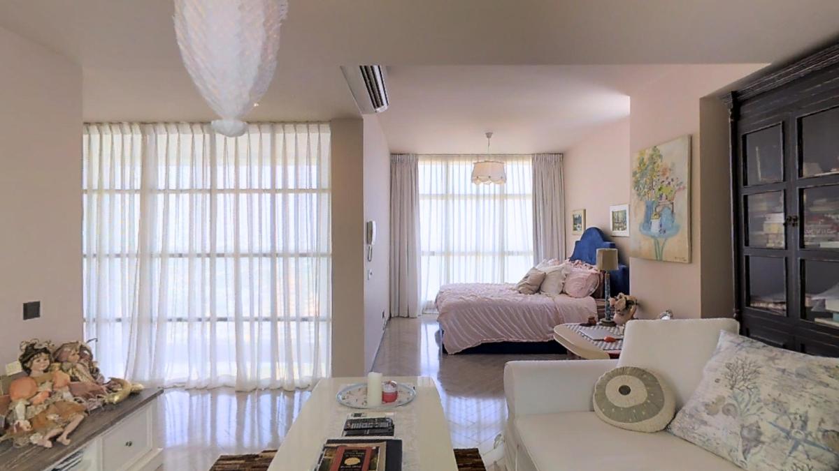 Khu vực tiếp khách trong phòng ngủ Penthouse 4B The Estella An Phú