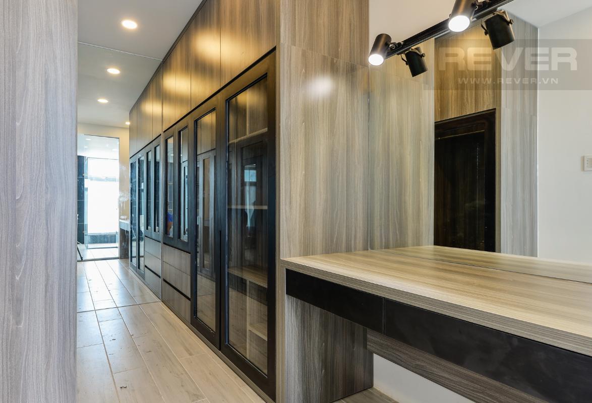 Khu thay đồ ở phòng 91m2 M & T Building cho thuê phòng đủ nội thất, nhiều diện tích sử dụng