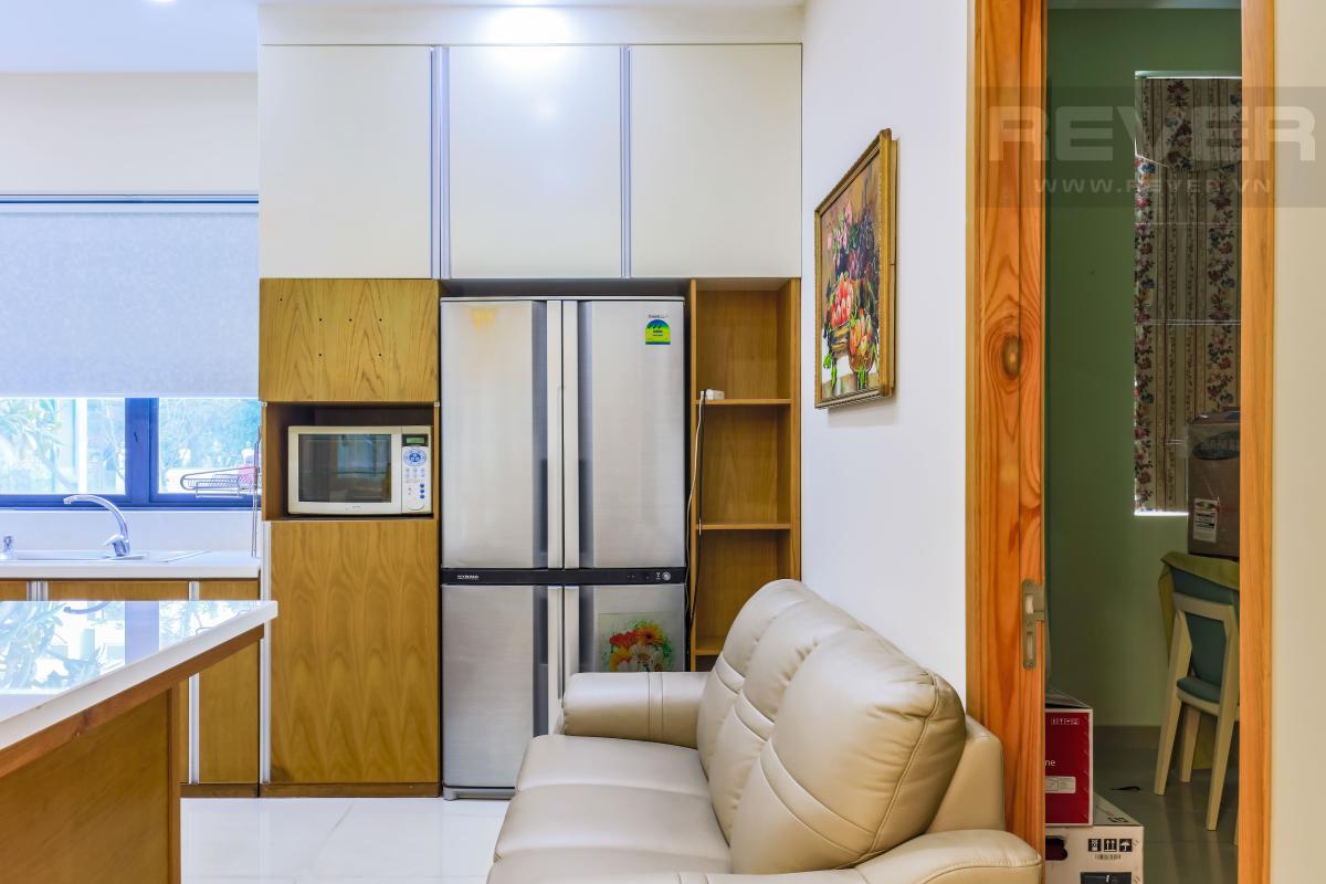Ghế sofa đặt ở phòng bếp Villa Lucasta song lập có sân vườn, nội thất cao cấp
