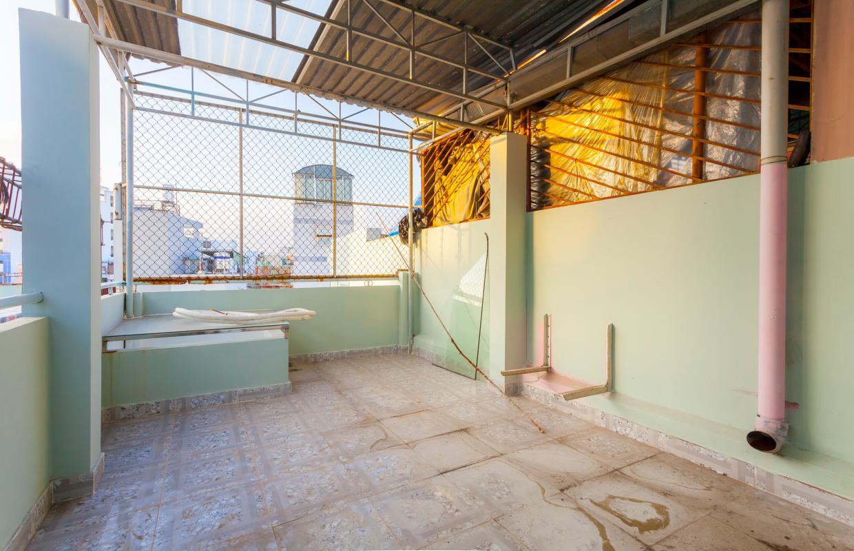 Sân thượng Nhà 4 tầng hẻm Phan Xích Long hướng Đông Nam thoáng mát