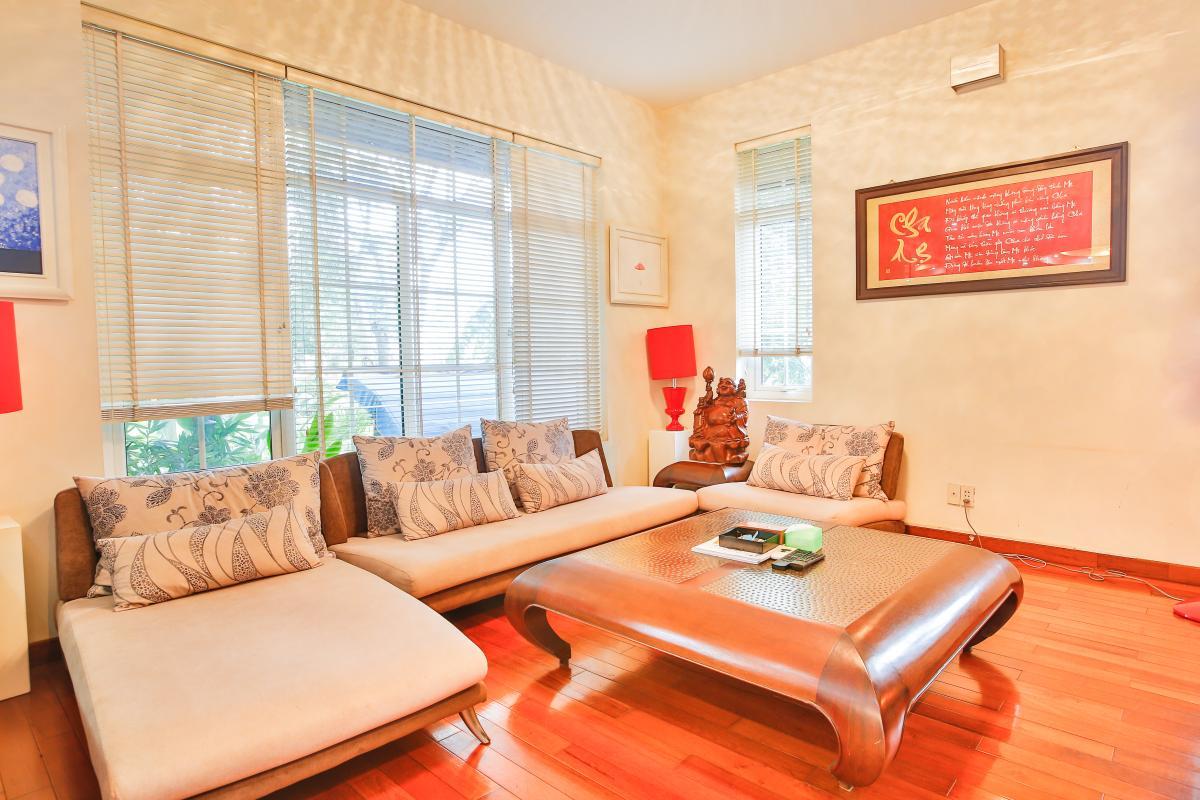 Bộ bàn ghế phòng khách khá độc đáo Villa sân vườn Nam Thông 3