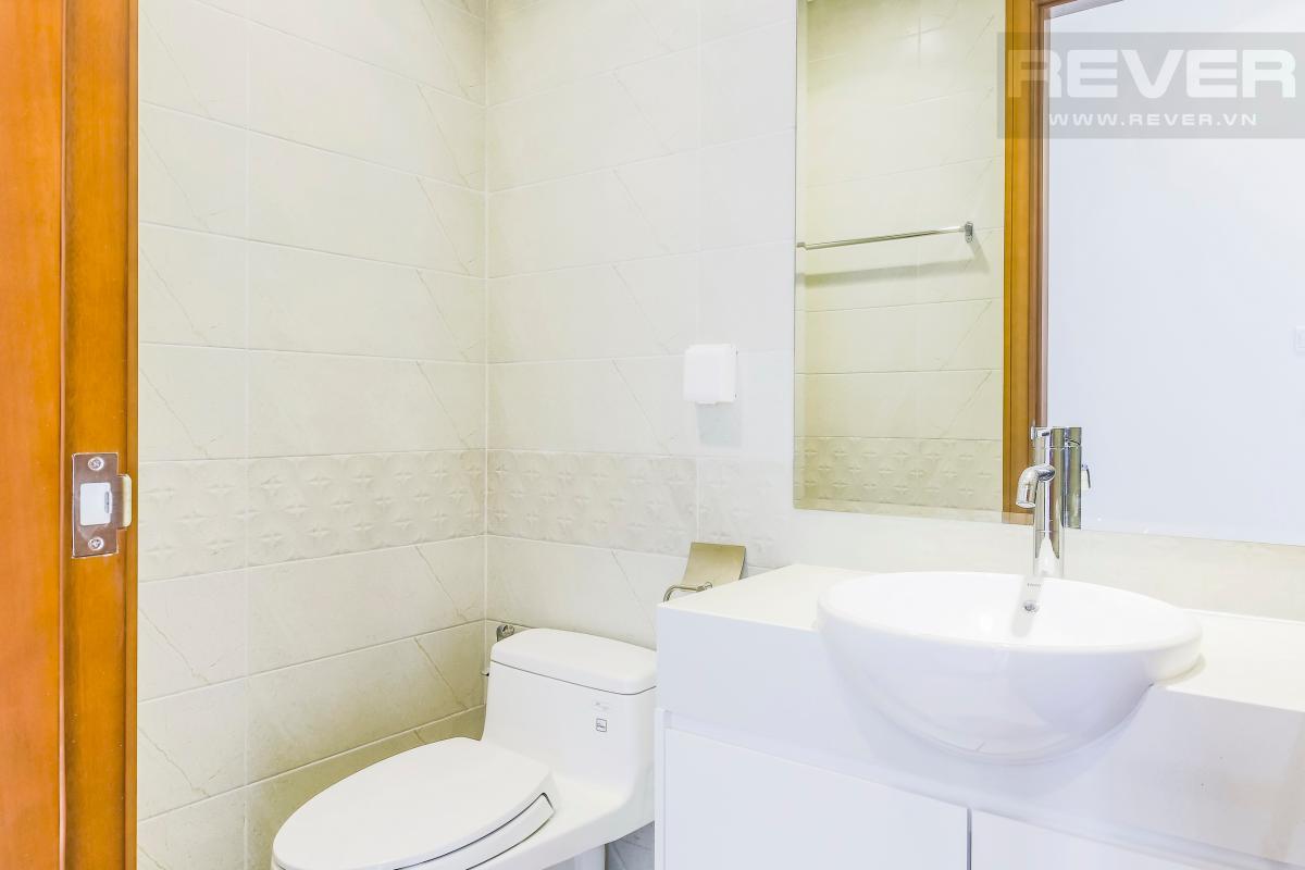 Phòng tắm 1 Căn hộ hướng Nam tầng cao C3 Vinhomes Central Park